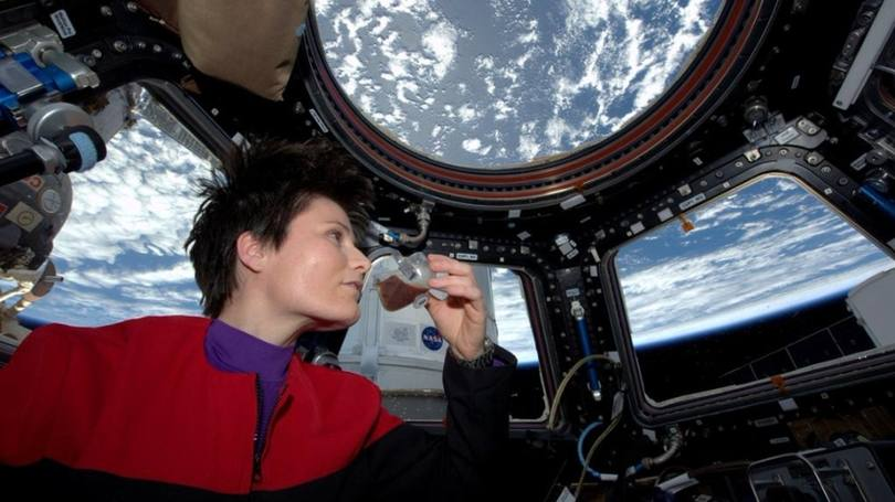 size_810_16_9_astronauta-café-espaço