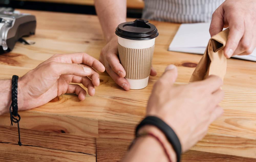 ofereça café para levar aos seus clientes